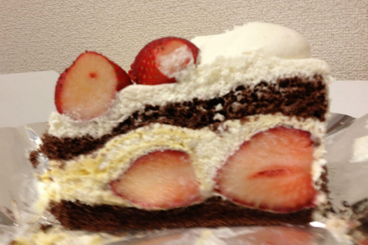 真横からアップのケーキ
