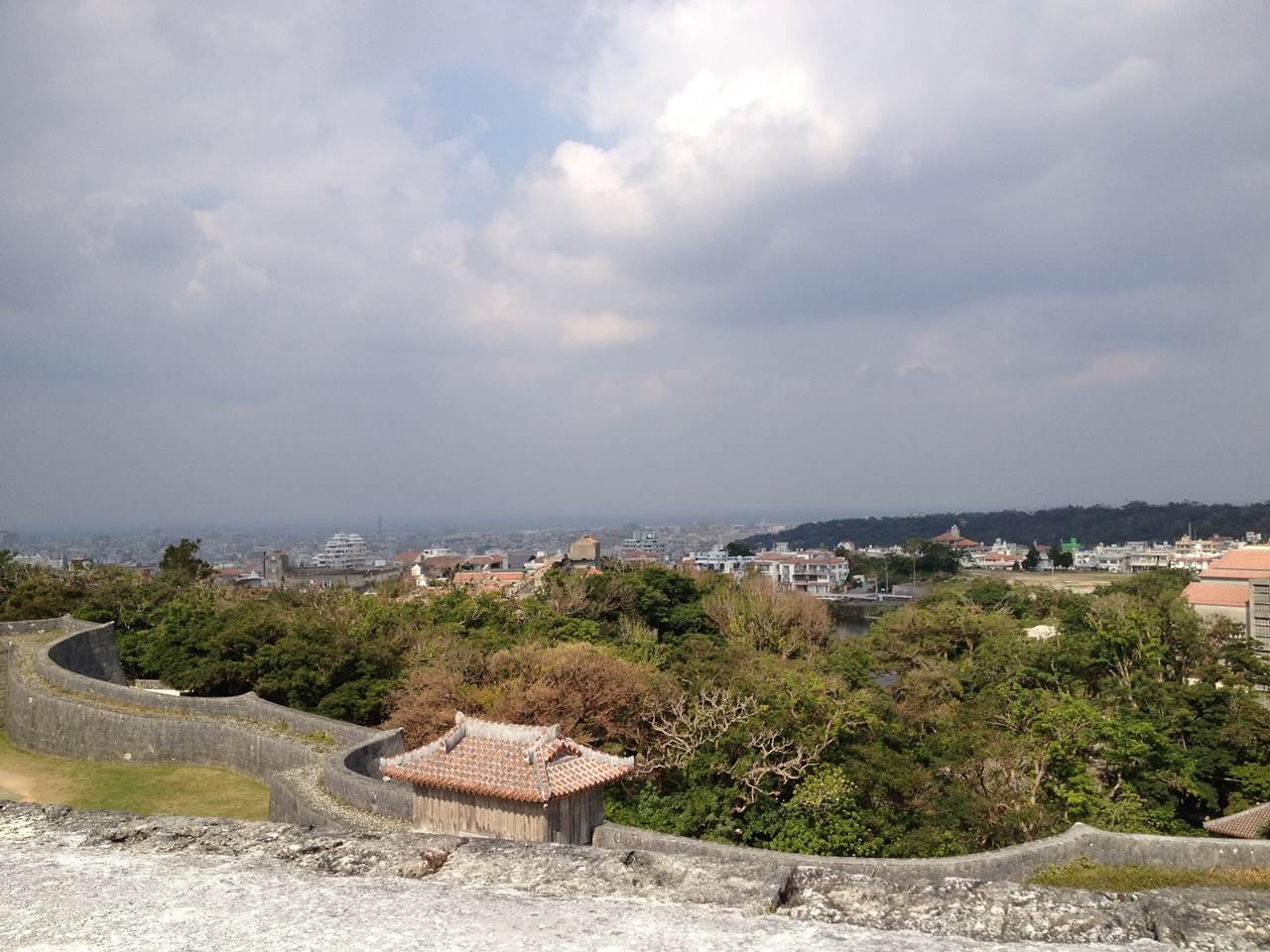 歓会門を抜けた先から見えた那覇市内の光景