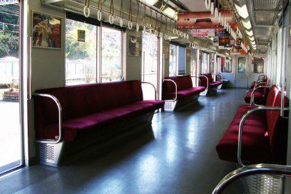 電車内での飲食、どこまで許せますか?