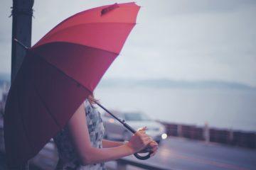 傘は降水確率何パーセント以上で持っていきますか?