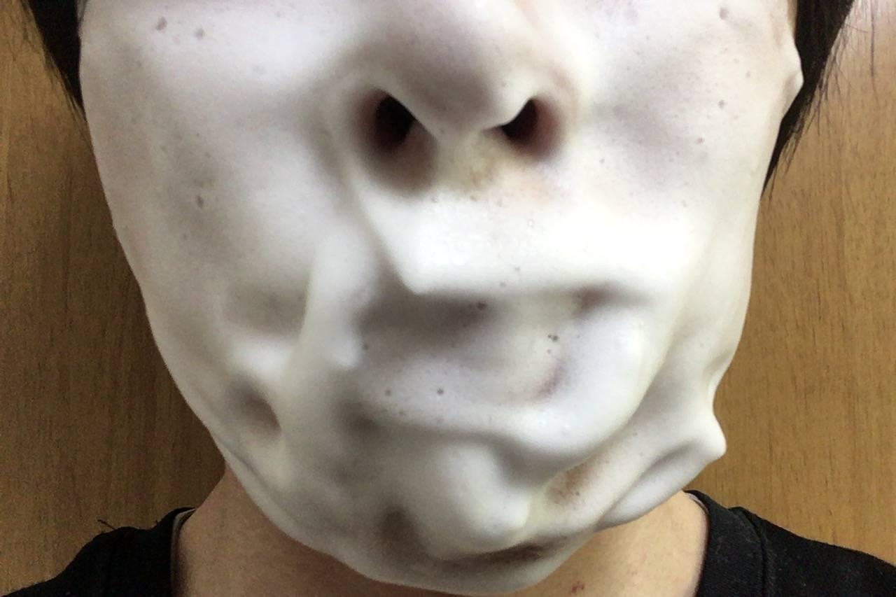 洗顔機で作った泡を顔につけたところ1回目
