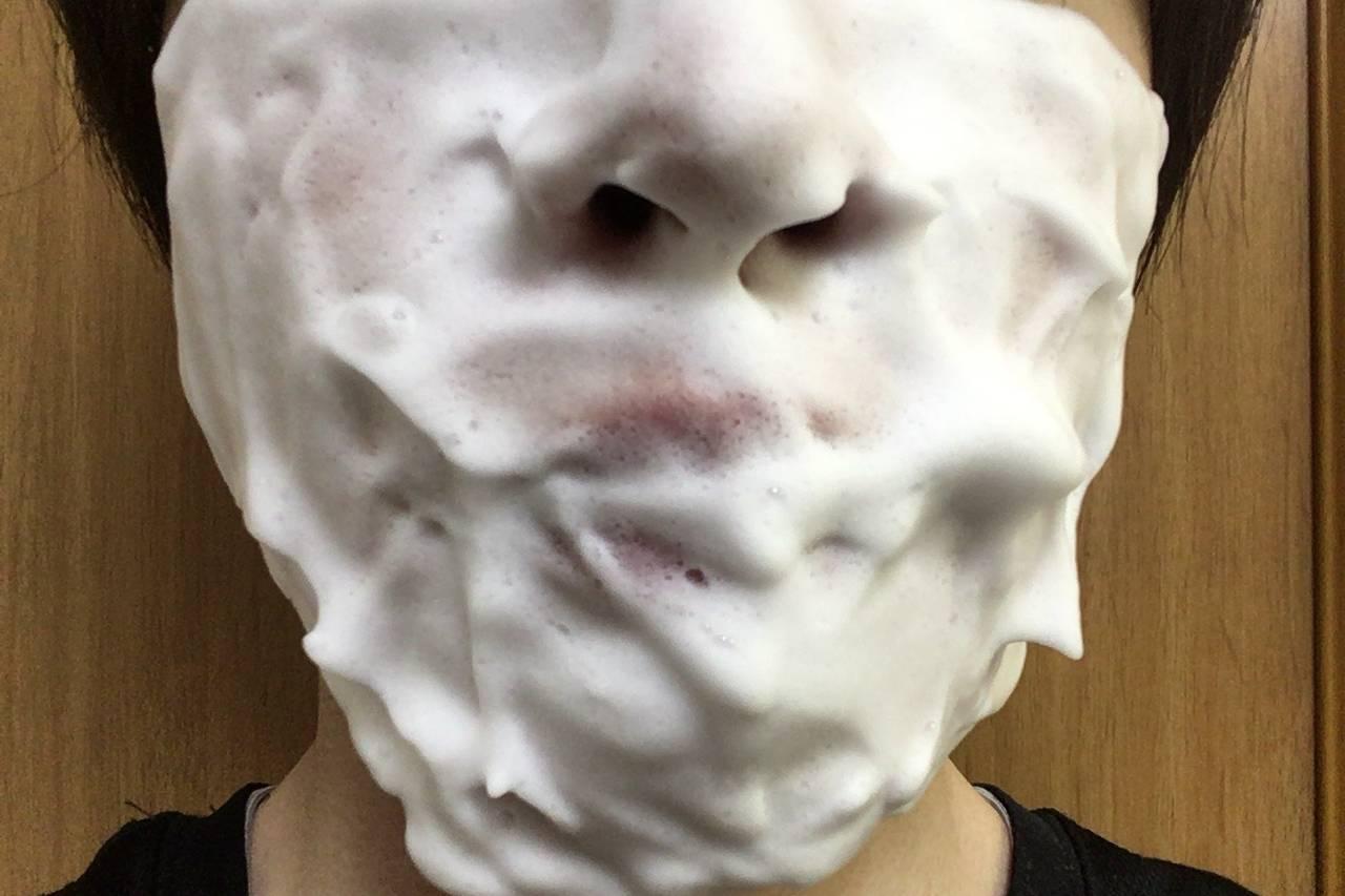 泡立て器で作った泡を顔につけたところ2回目