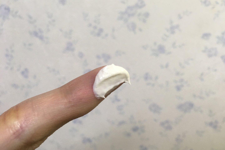 指に取った洗顔料