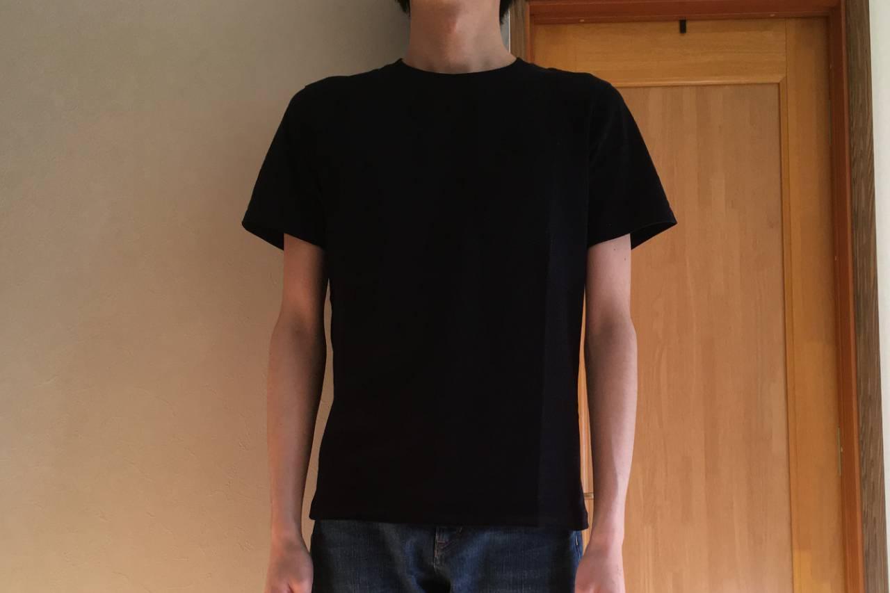 ZOZOの半袖クルーネックポケットTシャツ着用・ネイビー・立ち姿
