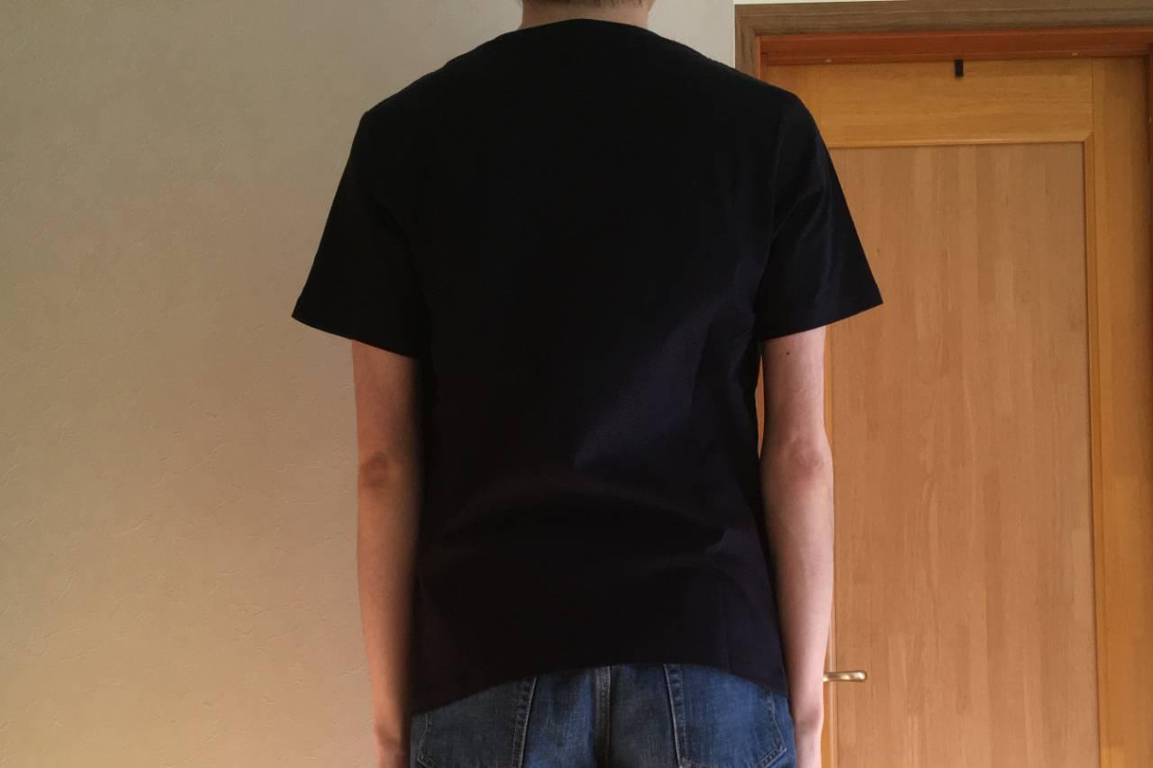 ZOZOの半袖クルーネックポケットTシャツ着用・ネイビー・後ろ姿