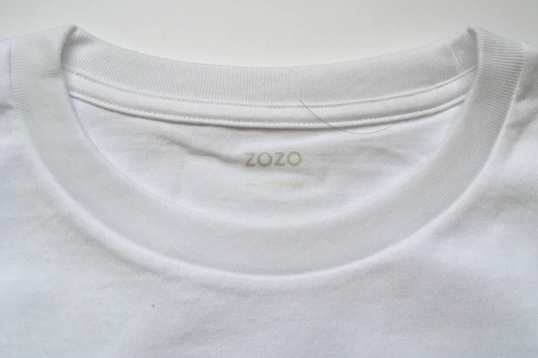 ZOZOの半袖クルーネックポケットTシャツの襟アップ