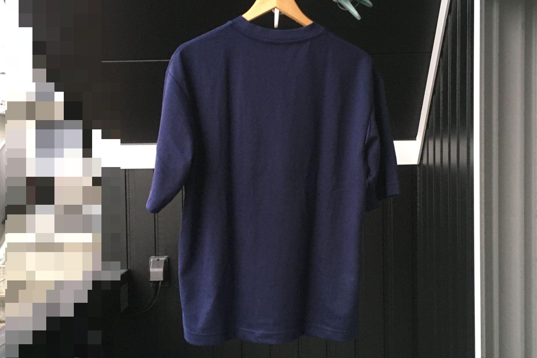 エアリズムコットンオーバーサイズTシャツのネイビー画像(屋外)