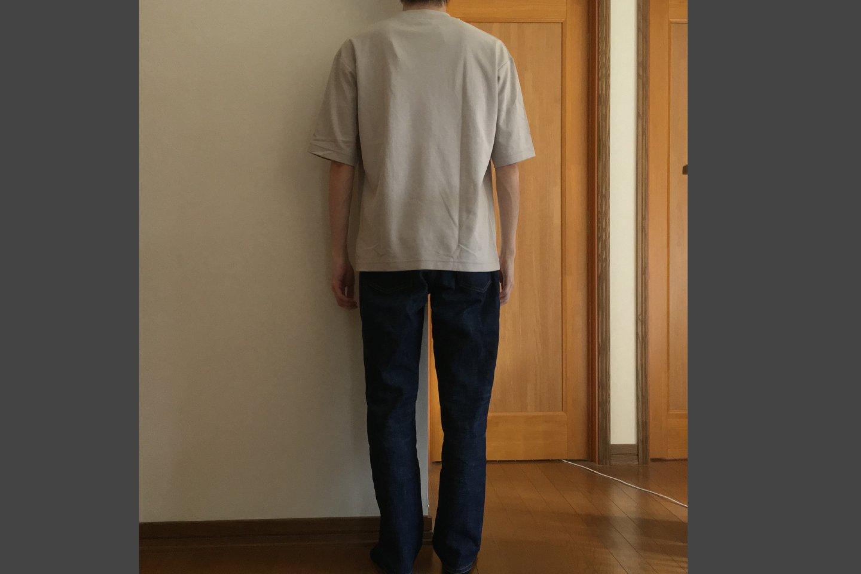 エアリズムコットンオーバーサイズTシャツのライトグレー着用画像(背面)