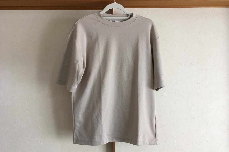 エアリズムコットンオーバーサイズTシャツのライトグレー正面画像(室内)