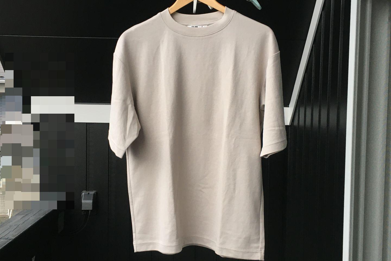 エアリズムコットンオーバーサイズTシャツのライトグレー正面画像(屋外)