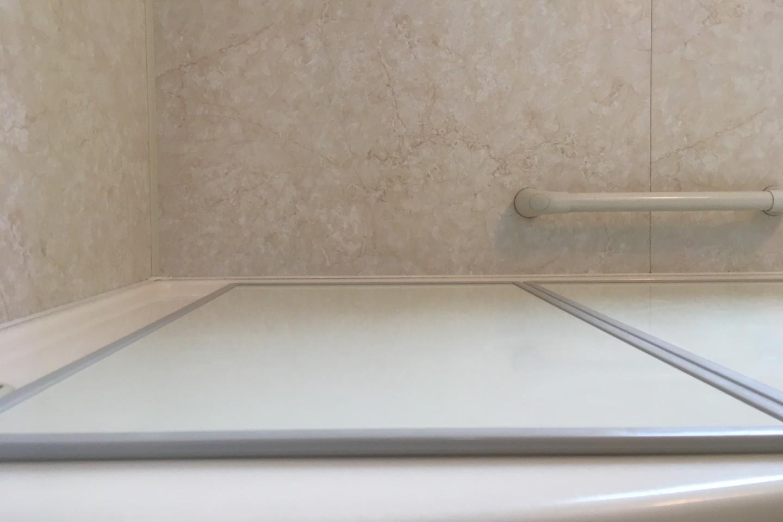 オーエ「組合せ風呂ふた」を低い位置から撮った画像